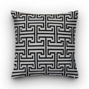 Capa de almofada geométrico cru com labirinto preto
