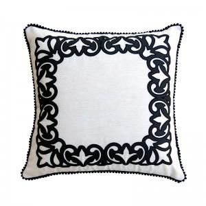 Capa de almofada bordado arabesco com pompom preta