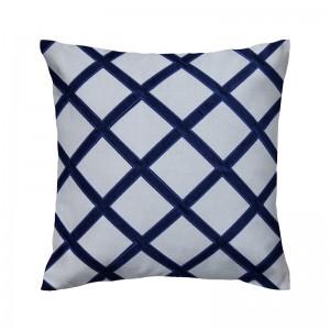 Capa de almofada bordada em linho com veludo azul