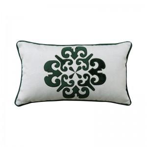 Capa de almofada rineira bordada medalhão verde