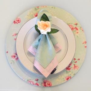 Capa para sousplat floral verde e rosa