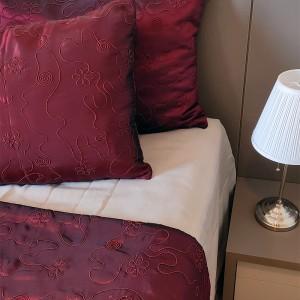Kit Manta tafetá vermelho + porta travesseiro